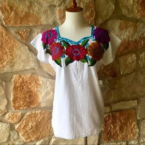 Tops - 🇲🇽New! Mexican Embroidered Top🇲🇽